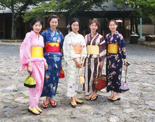 Ladies wearing yukata - youcojapan